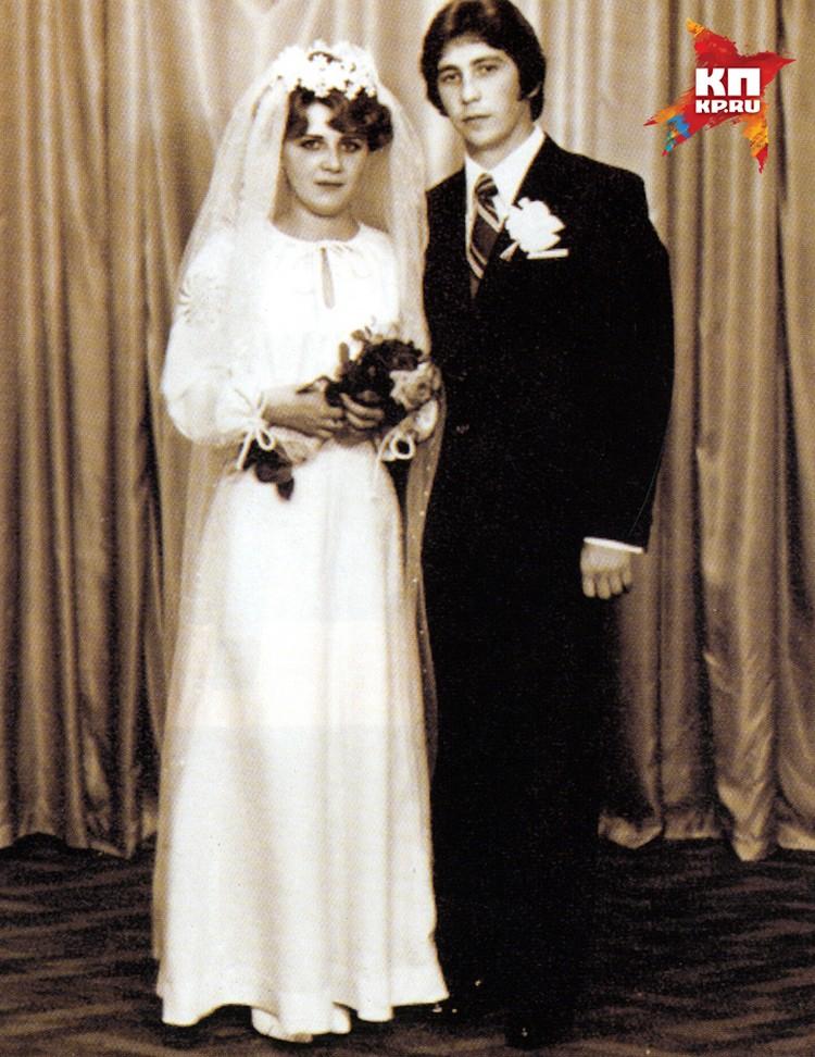 Свадьба Карнилиных состоялась в далеком 1980 году.