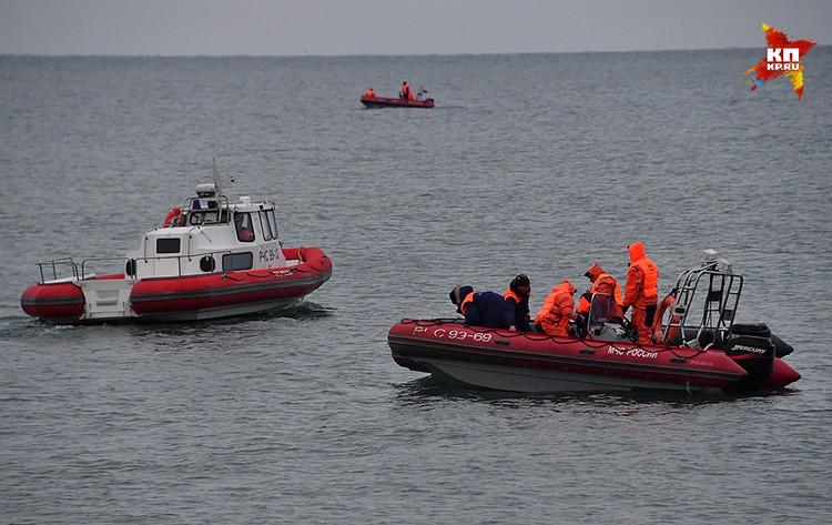 Спасатели поднимают обломки Ту-154 со дна Черного моря
