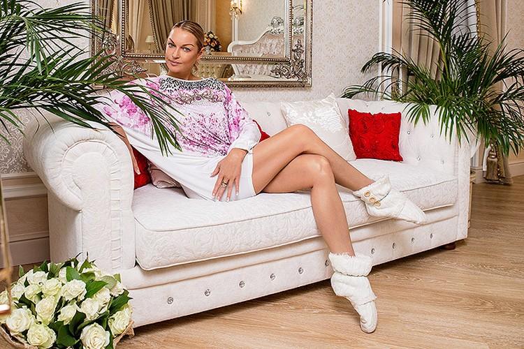 Анастасия Волочкова в своем доме в подмосковном поселке Новахово