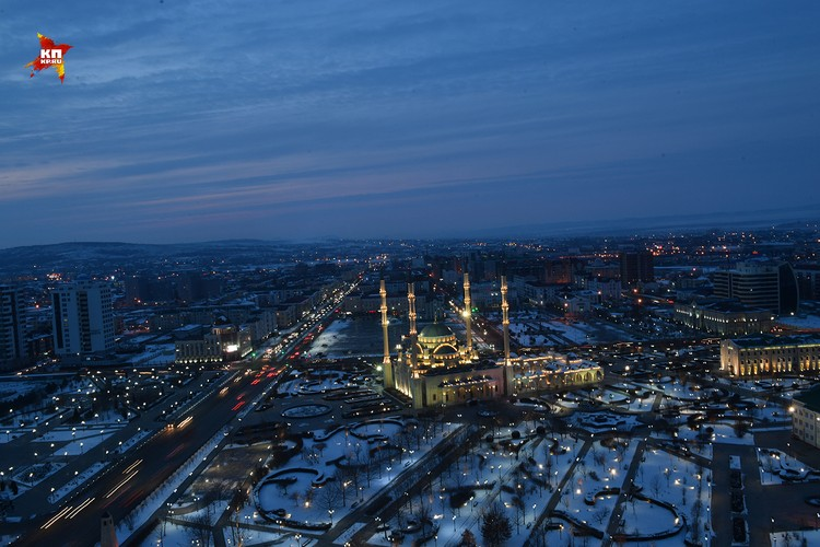 Вечерний Вид на мечеть Сердце Чечни из гостиницы Грозный-Сити