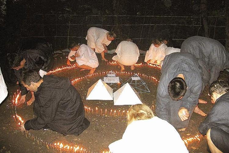 Сектанты ходили в турпоходы и проводили обряды в лесу