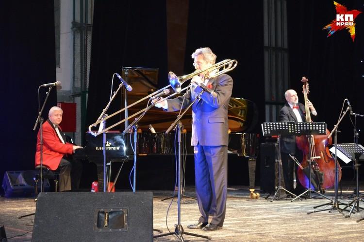 В Липецке выступил джазовый оркестр имени Олега Лундстрема