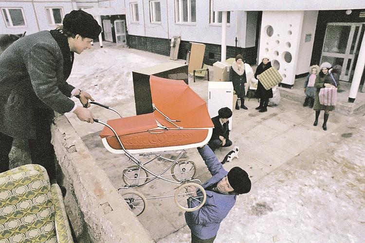 Новое жилье при Хрущеве строилось действительно быстро - за 9 лет квартиры получила четверть населения страны. Фото: Е. Логвинов/ТАСС