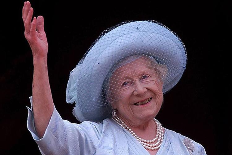 Королева Елизавета, королева-мать, скончалась в 2002 году на 101-м году жизни.