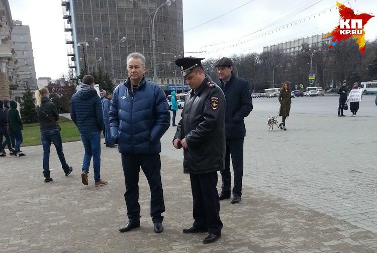 Контролировать ситуацию на место прибыл и начальник ГУ МВД по Ростовской области Андрей Ларионов.