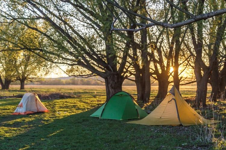 Ночевка на берегу реки Дымка на границе Татарстана и Башкирии. Фото: Сергей СЕМАФОРОВ.