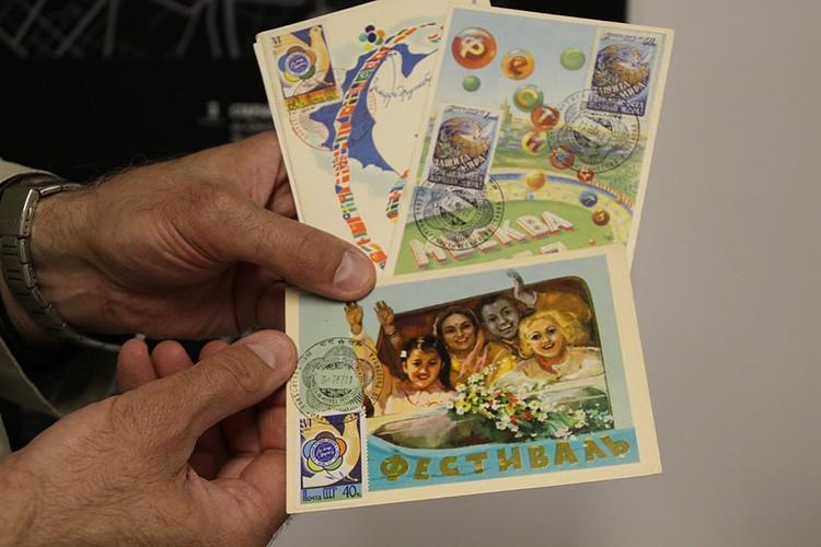 Было выпущено так много сувенирной продукции, что за все это время не удалось собрать полную коллекцию всех открыток