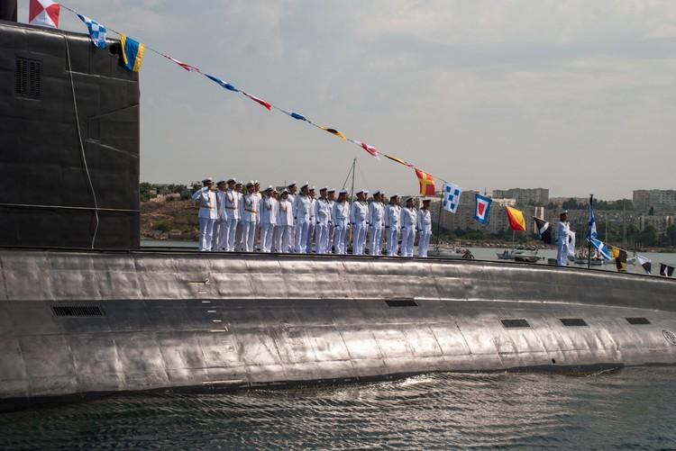 Командование ЧФ РФ приготовило зрителям парада множество новинок.