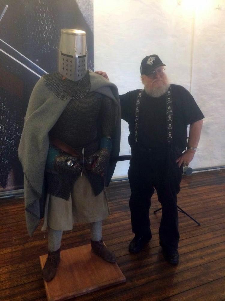 У писателя особая любовь к рыцарям средневековья (фото: Издательство АСТ)