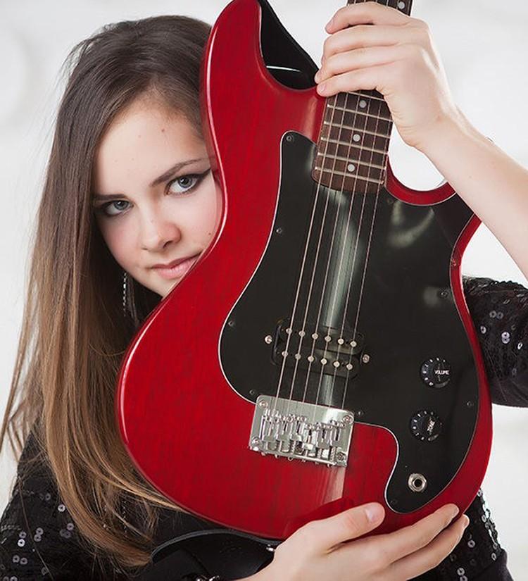 Осин имеет 15-летнюю дочь Агнию от брака с Натальей Черемисиной, которая ушла от музыканта больше 10 лет назад. О том, общается ли певец с ребенком, неизвестно