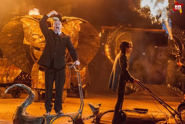 Актер в образе экс-правителя вышел из пасти змея, разразившись жутким хохотом. Стало действительно не по себе.