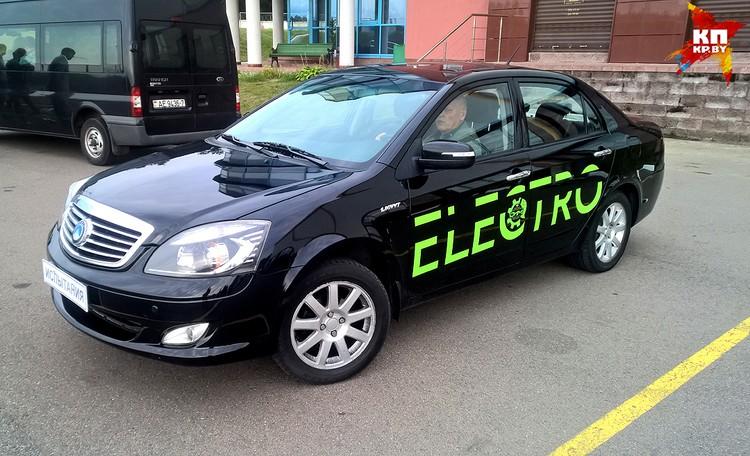 Первый белорусский электромобиль Geely SC7 ELECTRO испытывают на автомобильном полигоне в Липках – это под Минском.