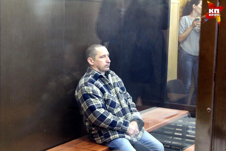 Сергей Егоров на протяжении всего заседания сидел в одной позе не шелохнувшись