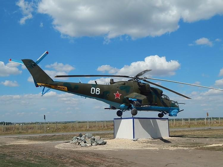 Вертолет починили и покрасили.