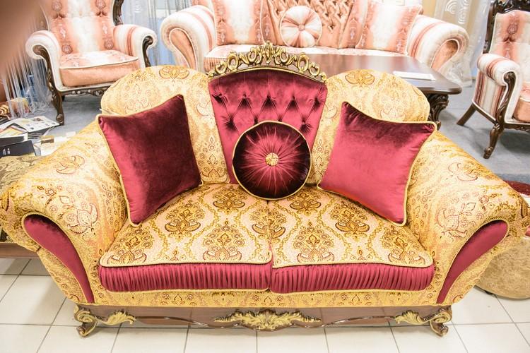 При производстве мебели фабрика использует ткани из Италии и Турции.