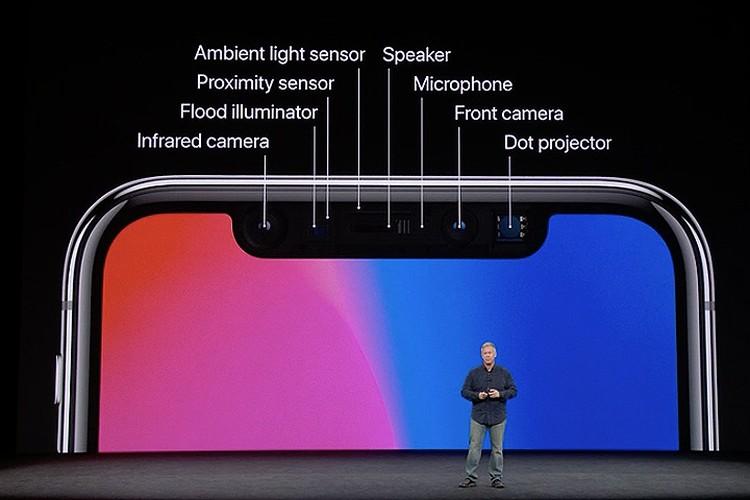 Датчики и камеры лицевой панели iPhone X.