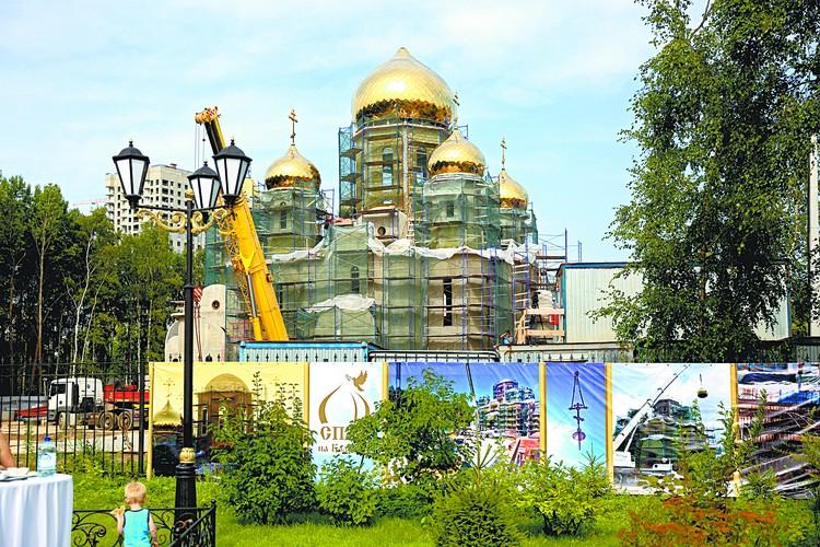 Когда Храм достроят, он станет одним из самых красивых в Приморском районе.