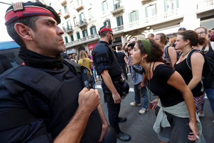 Каталонцы знали, что полиция на участках бьет избирателей, но все равно шли туда