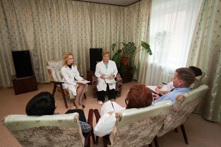 Психотерапевтические сеансы в 4 отделении клиники НИИ психического здоровья ТНИМЦ.