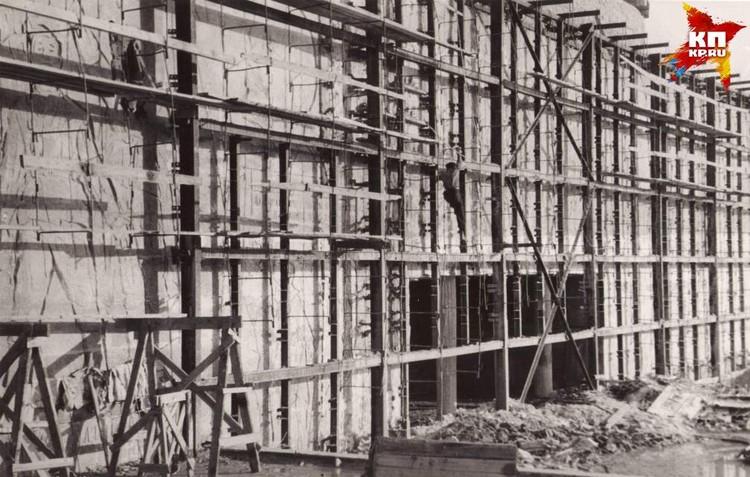 Большая подпорная стена перед залом Воинской Славы. 1963 год. Фото: Музей-заповедник «Сталинградская битва».