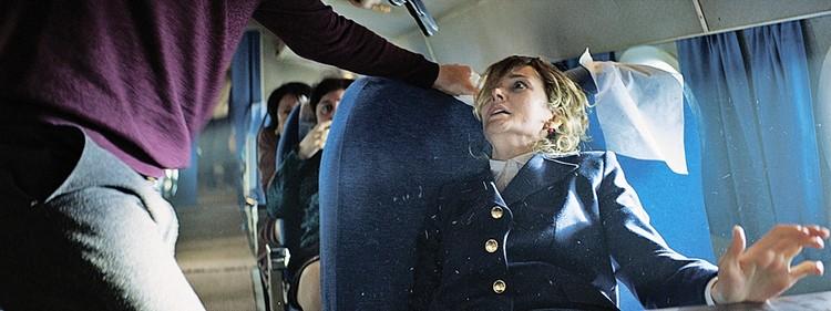 В последнем фильме Резо Гигинеишвили «Заложники» Надежда Михалкова сыграла стюардессу. Фото: Кинокомпания «Небо»