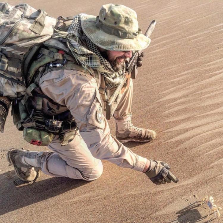 Российский боец частной военной компании на берегу Средиземного моря в Сирии. Фото: instagram.com/mighty_russia