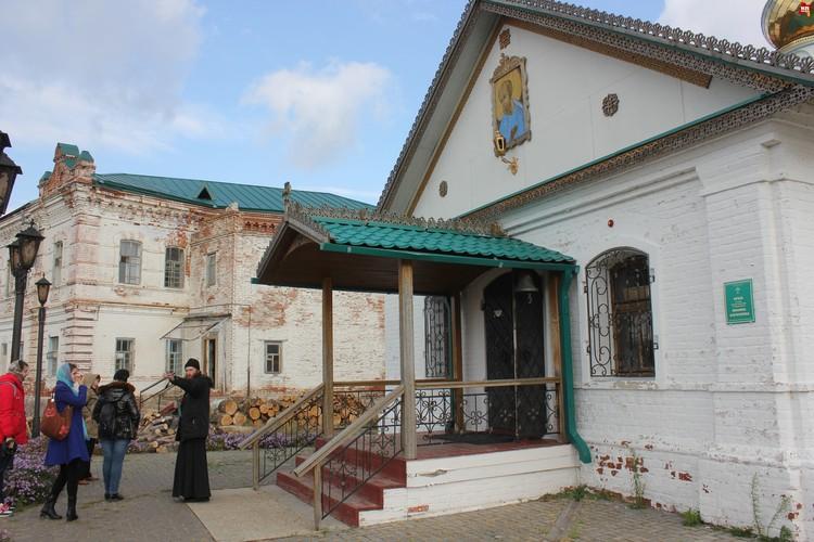 Иргизский Воскресенский мужской монастырь, храм.