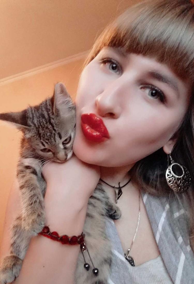 Пользователи соцсетей обратили внимание, что на всех снимках у котенка замученный вид