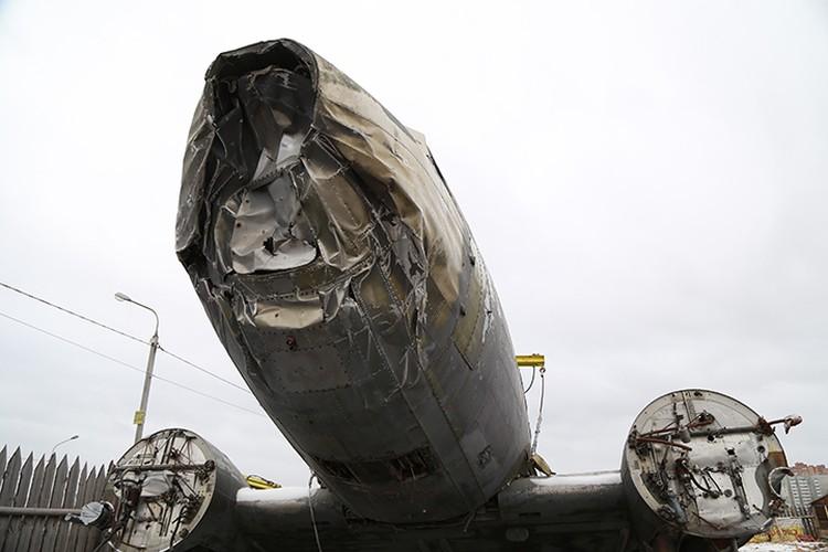 Самолет Douglas C-47 на ремонтной базе в Красноярске. Ноябрь 2017.