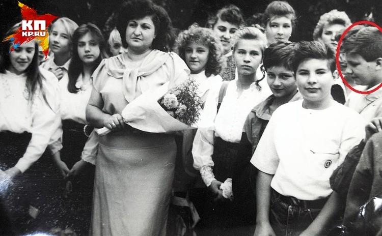 Единственное фото оставшееся у учителей. Василий стоит боком справа.