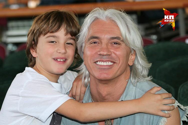 С сыном Максимом в Юрмале, фото 2011 года.