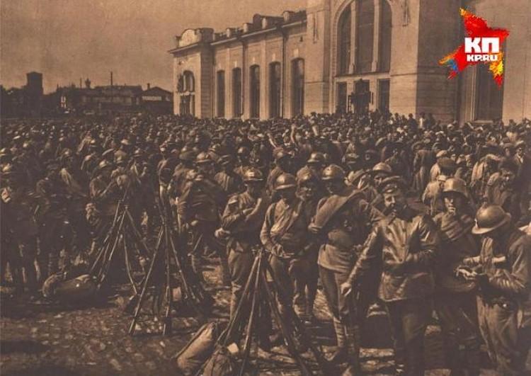 Прибытие частей чехословацкого корпуса на железнодорожный вокзал Екатеринбурга. Фото: Госархив