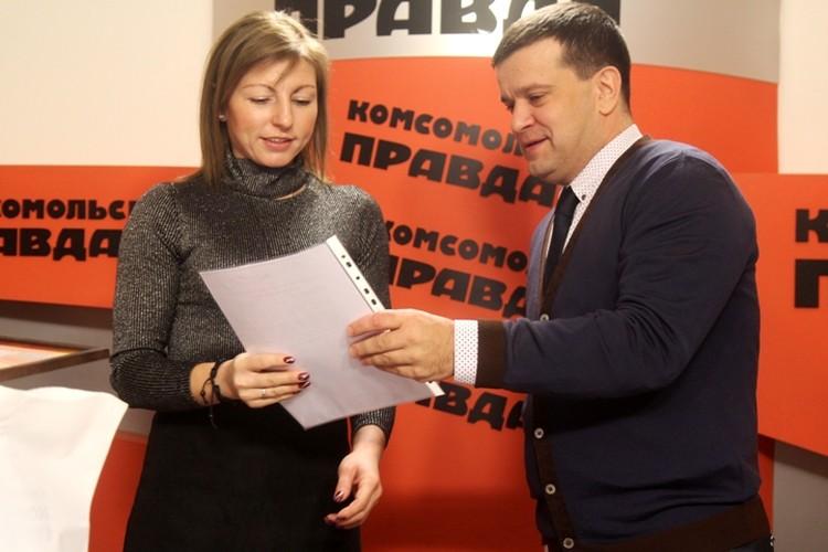 Людмила Евгеньевна Малышева получила диплом из рук замминистра образования Иркутской области Максима Парфенова