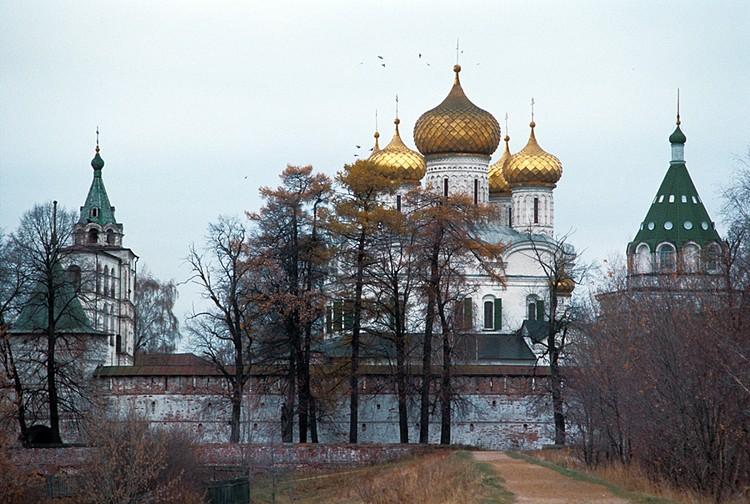 14 марта 1613 года в Ипатьевском монастыре под Костромой прошел торжественный обряд призвания на царство Михаила Романова, положивший конец Смутному времени на Руси