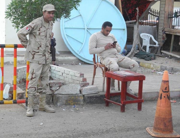 Египетские военные на улицах города.