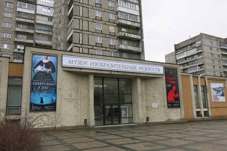 Здание галереи на Московском проспекте выглядит плачевно.