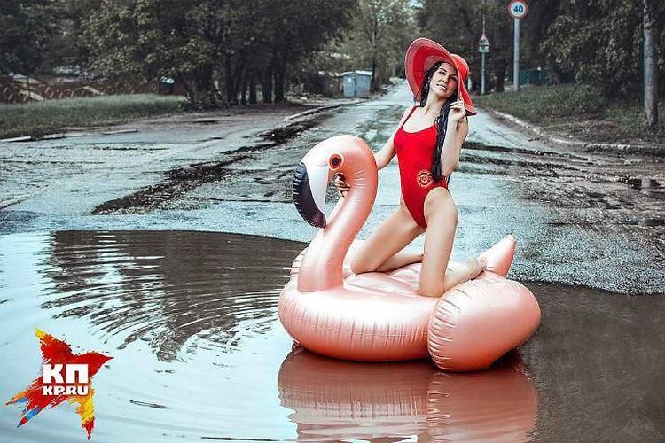 Фотосессия с фламинго саратовской модели Анны Москвичевой взорвало соцсети.