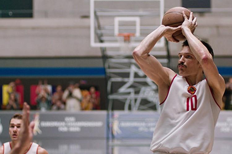 «Движение вверх» повествует о славной победе советских баскетболистов в финале Олимпиады 1972 года.