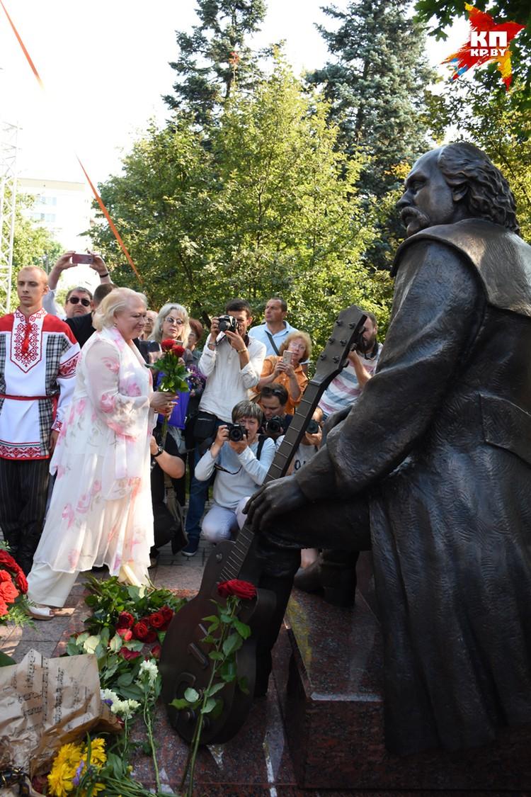 Марина Мулявина на открытии памятника отцу летом 2017-го. Фото: Татьяна МАТУСЕВИЧ