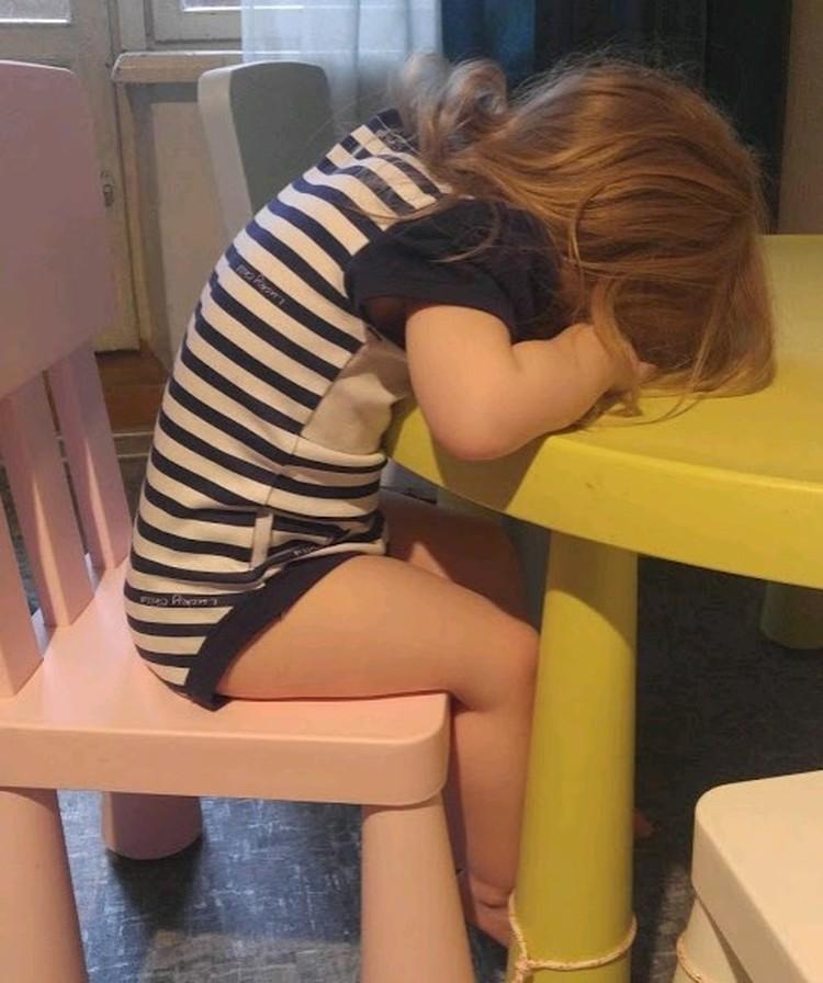 Маргарита села и решила поспать.