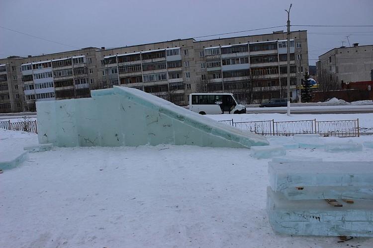 Недостроенные горки снесли и возвели новые. Фото www.vsatke.ru