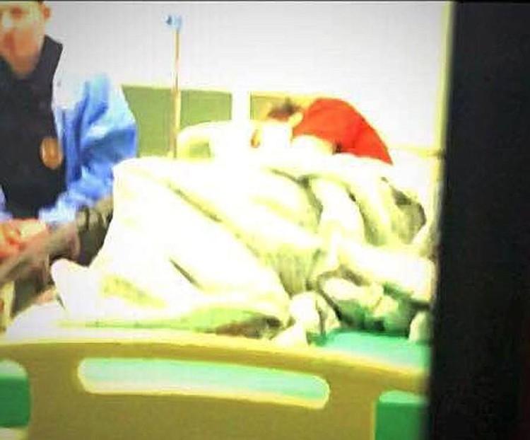 В больнице подростки лежали в соседних палатах, каждого круглосуточно охраняли трое полицейских