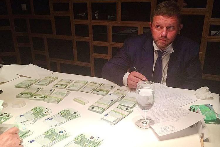 Никита Белых во время своего задержания за получение взятки. ФОТО СК РФ