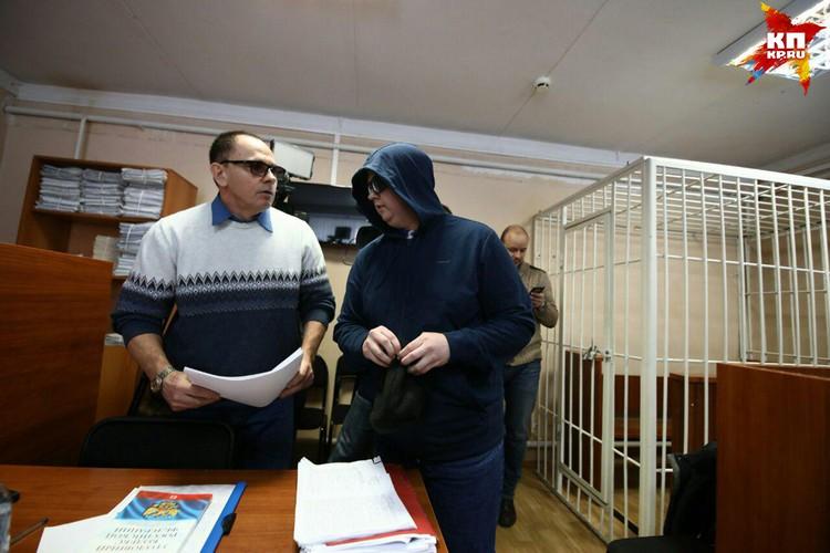 Адвокат Сидорова просил удалить журналистов из зала, но судья отказала.