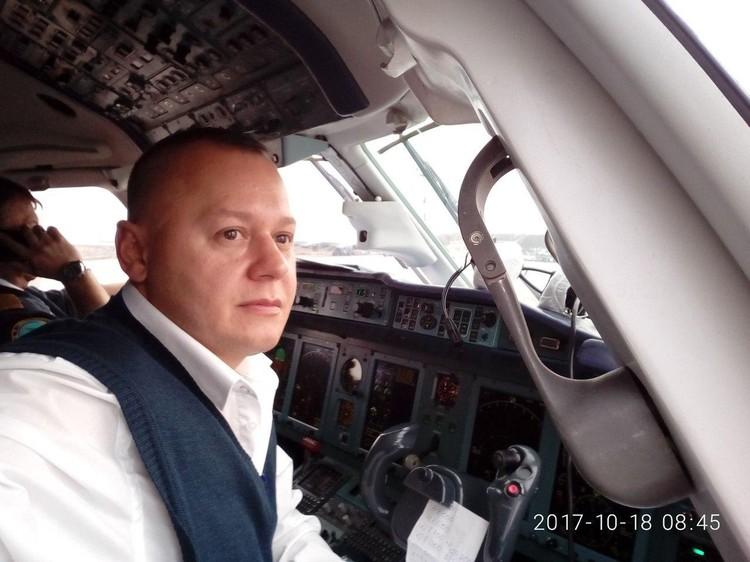 Второй пилот Сергей Гамбарян выполнил много рейсов в оддной команде с Анастасией Славинской.
