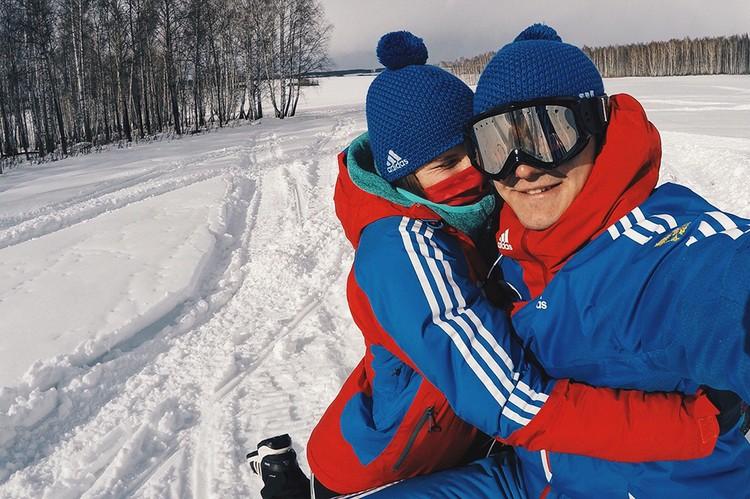Скелетонистку Настю Новикову Никита встретил на тренировке и к отношениям отнесся крайне серьезно, они вместе уже 5 лет