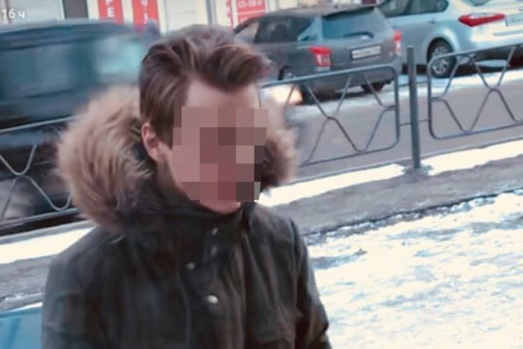 Кирилл С. выложил видео с одной из вечеринок, на котором его приятель Дмитрий запихивает кота в горячую духовку