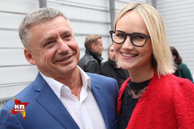 Антон Табаков с женой Анжеликой