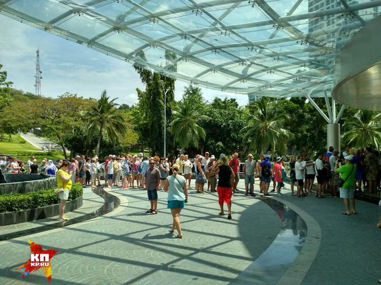 Туристы готовы потратить несколько часов, что бы проголосовать