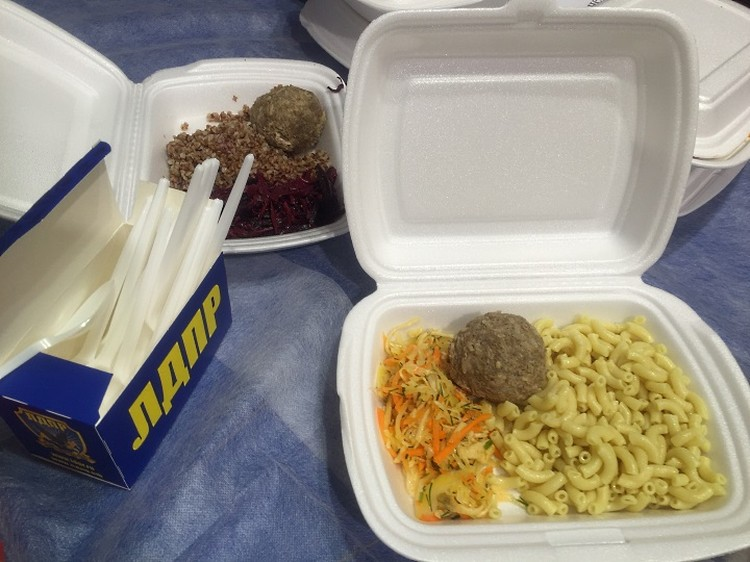 Еда в избирательном штабе Владимира Жириновского.